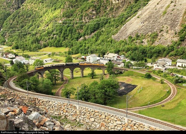 brusio-spiral-viaduct-7[5]