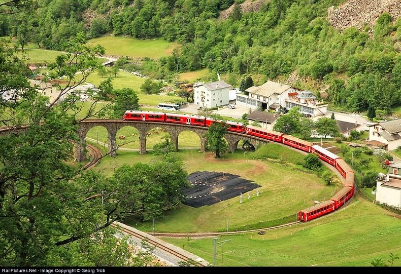 brusio-spiral-viaduct-9[5]