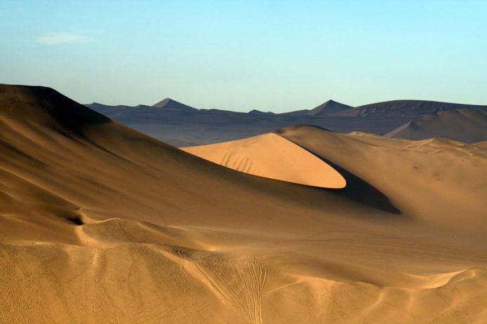 huacachina-village-desert-oasis-in-peru-5