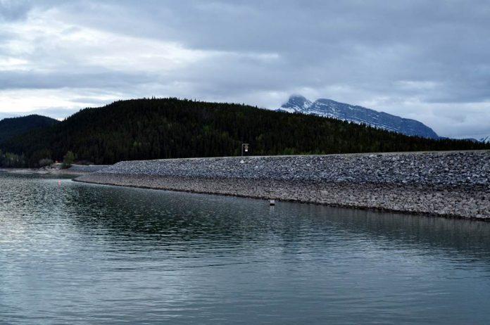 Lake Minnewanka Canada Charismatic Planet