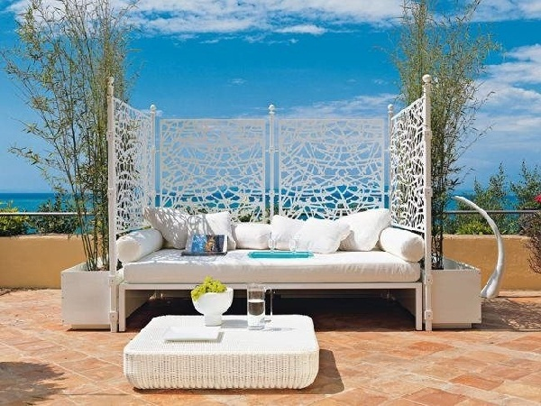 Outdoor Beds That Offer Pleasure, Comfort And Style15