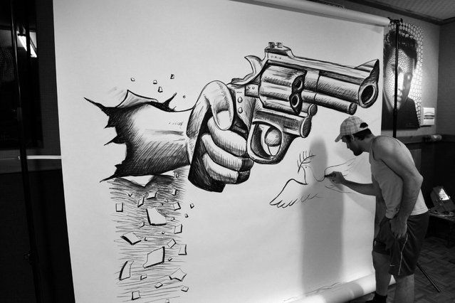"""Magnificent Pencil Drawings of """"Anamorphic Illusions""""6"""