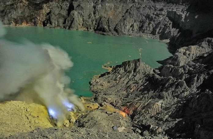 Kawah Ijen, The Volcano That Spews Blue Flames1