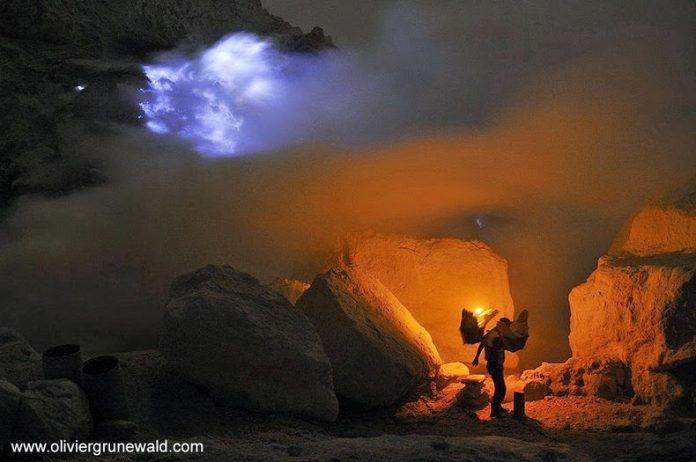 Kawah Ijen, The Volcano That Spews Blue Flames4