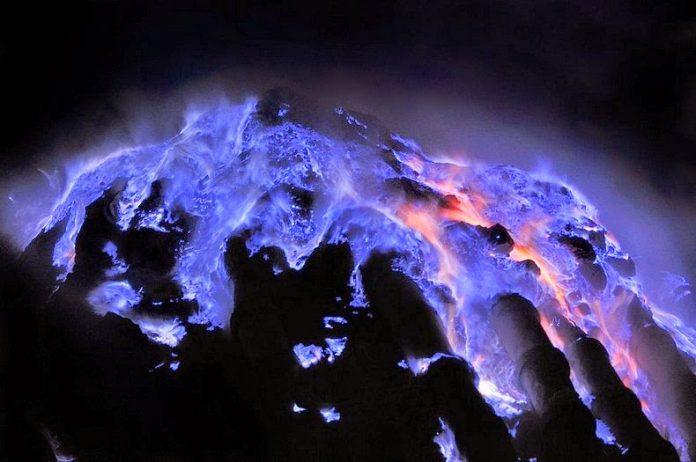 Kawah Ijen, The Volcano That Spews Blue Flames5