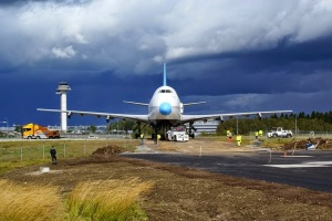 Arlanda airport stands a decommissioned 747-200 jetliner
