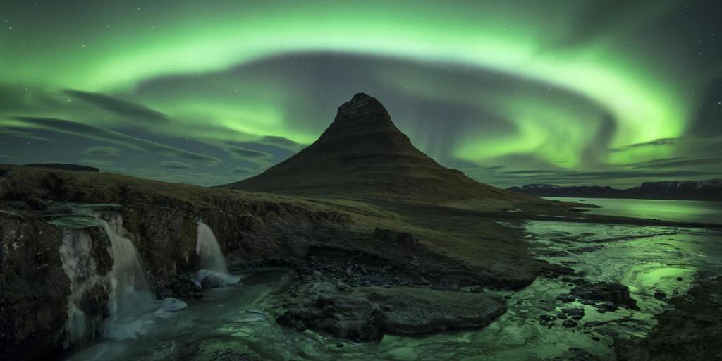 Kirkjufell, is a 463m high mountain on the north coast of Iceland's Snæfellsnes peninsula and near the town of Grundarfjoraur.