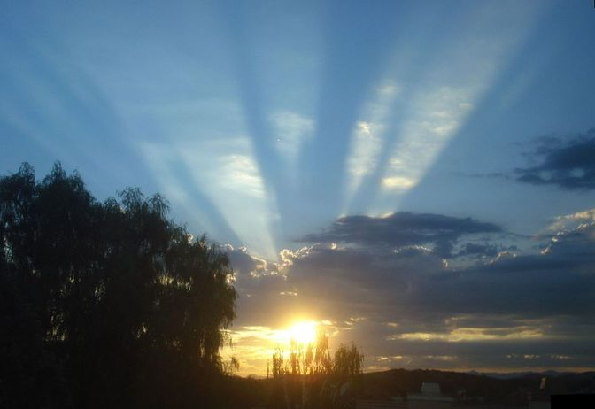 Wide crepuscular rays over Santa Clarita, CA