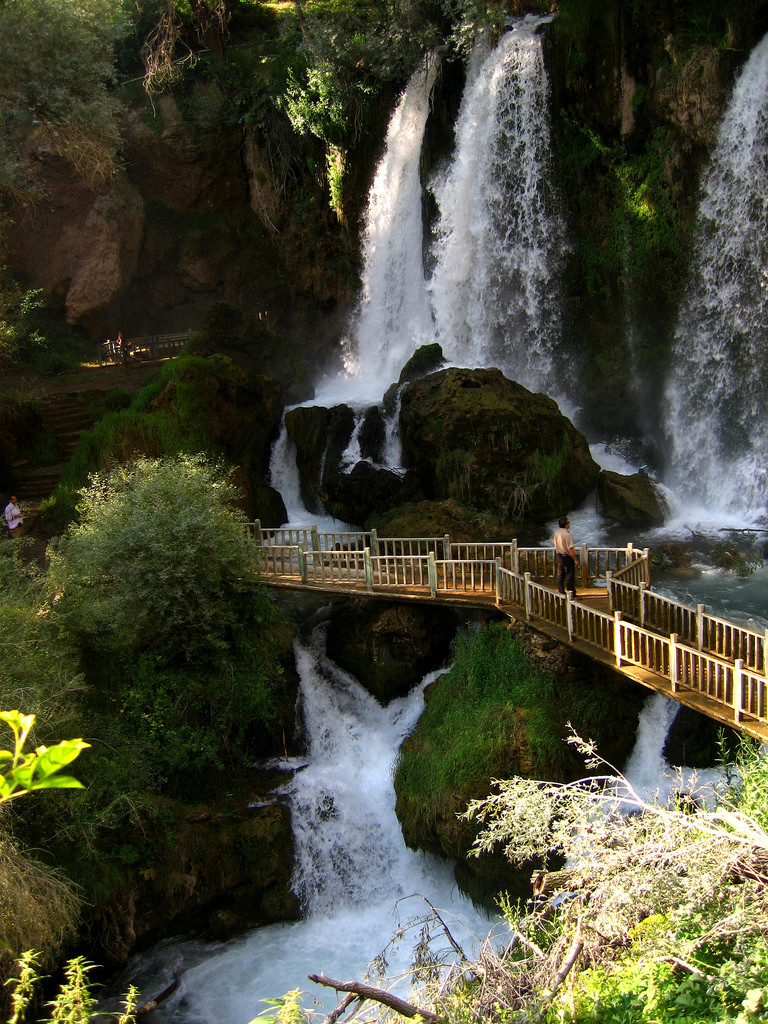 Sizir Waterfall is located on Goksu creek, near the large village of Sizir in Gemerek town of Sivas Turkey has a big tourism potential.