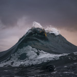 "Photographer Captures ""Freezes Waves"" Just like Mountains of the Sea"