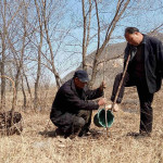 A Heart Touching Story of Blind Man and his Armless Friend Spend 10 Years Planting 10,000 Trees in his village in China