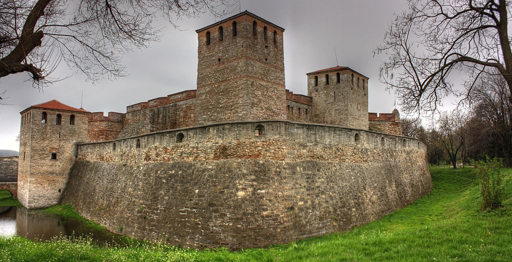 The fortress played a role during the Ottoman rule of Bulgaria, serving as a weapon warehouse and a prison, also as residence for Osman Pazvantoğlu