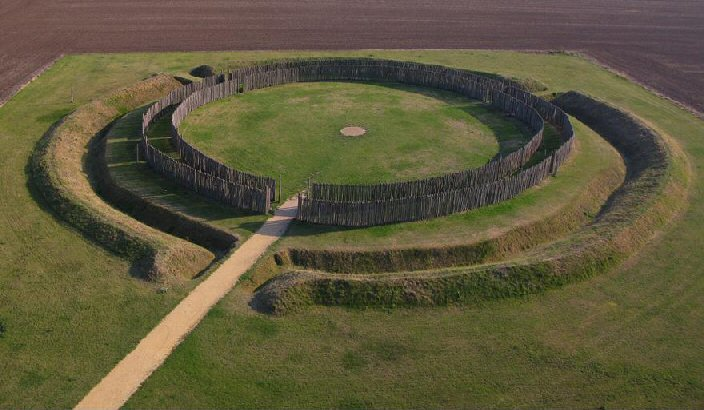 Therefore archaeologists generally agree that Goseck circle was built to observation of the course of the Sun in the course of the solar year.