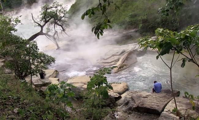 Therefore, ill-fated animals have fallen into the river and got killed. Every year, a lot of tourists visit Mayantuyacu to experience the traditional medicinal practices of the Ashaninka people.
