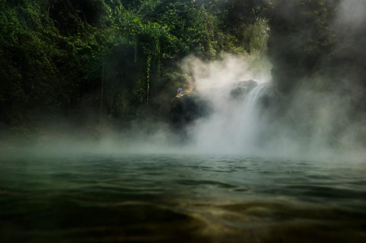 . These 'Earth arteries' are filled with hot water, and when they come to the surface, we see geothermal manifestations - like the boiling river.