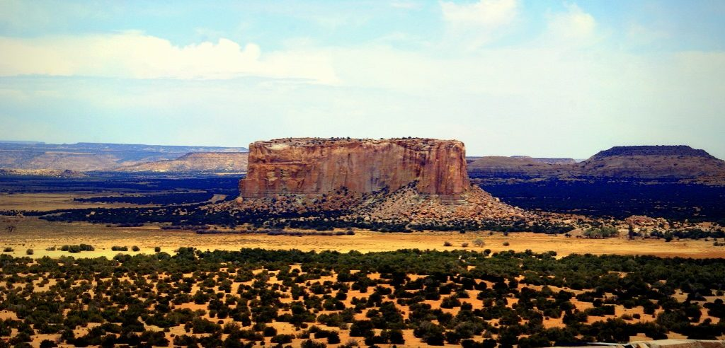 The elevation at the top is 6,643 feet. It is believed that massive cliffs are formed by the Zuni Sandstone and the butte is topped by the Dakota Sandstone.
