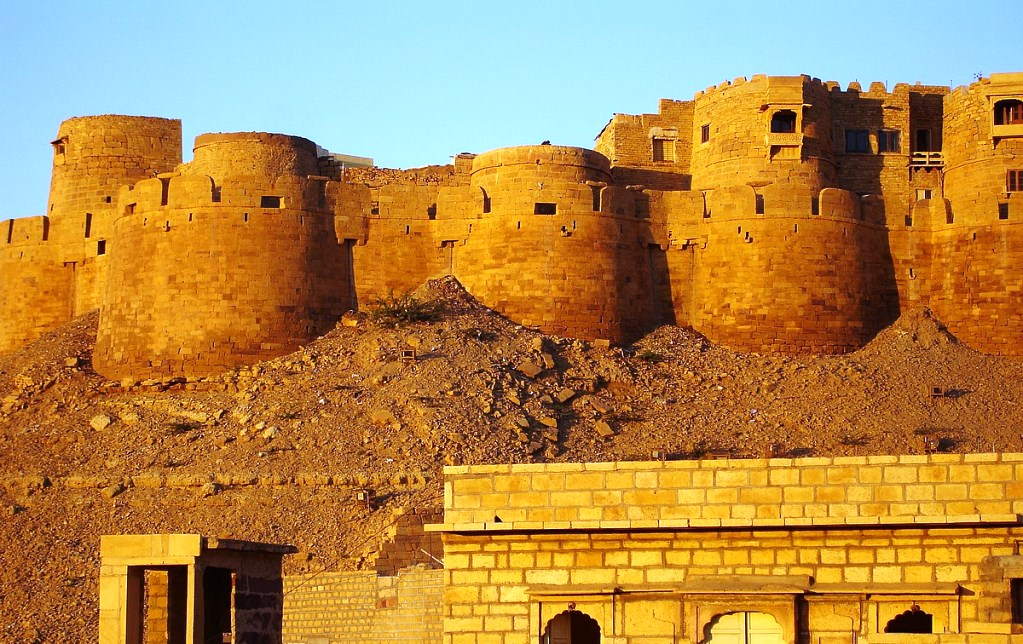 The Fort walls changes the color by yellow sandstone are tawny lion color in the middle of day, however fading to honey gold close to the sun sets thereby camouflaging in the yellow desert.