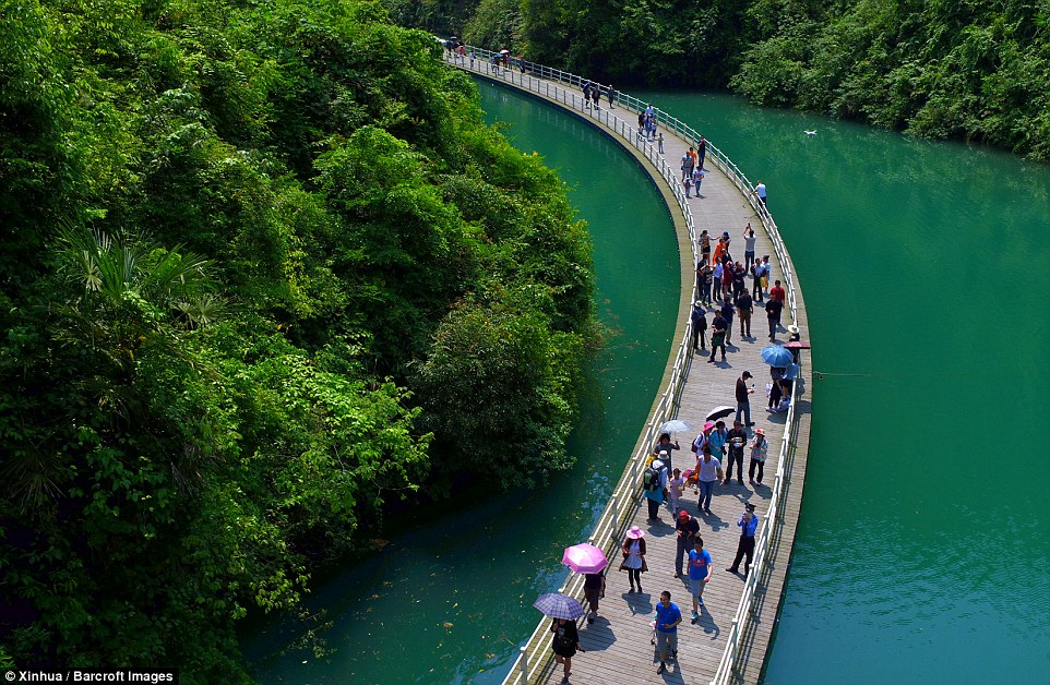 Tourists can follow the path up and downstream of the river while immersing themselves in the sights around them