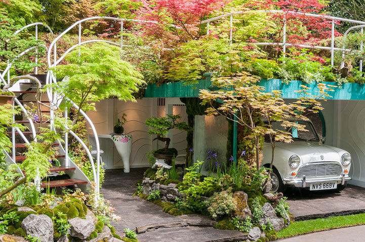 He's been competing in flower shows since 2004, and more than ten years' experience behind him to travelling around the world to show his creativeness.