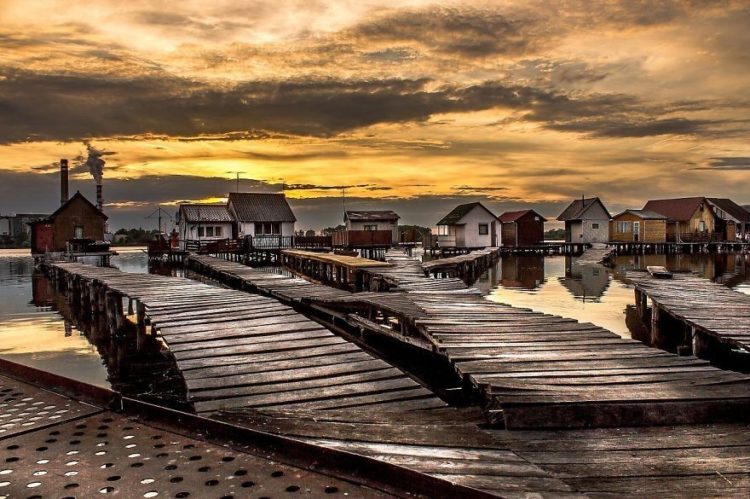 One of its most enchanted beauties is the floating village that lies in northwest of Hungarian capital of Budapest.