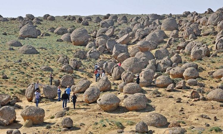 So, questions comes in mind what is rare, the size these concretions have reached, as large as those in valley of balls are found only at some places on planet earth. Photo Credit Alexandr Babkin-Wikimedia