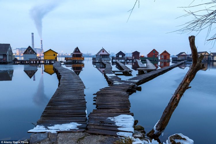 The cabins are mostly used by locals in the summer months, but also by anglers throughout the year, because despite the village's chilly location - the water never freezes