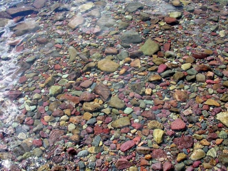 However, colored pebbles are seen in plenty on the shores of Lake McDonald on the western side of the park.