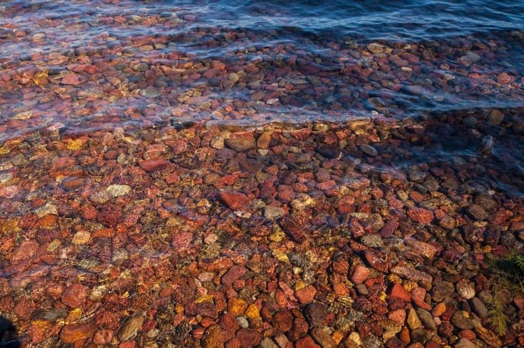 The stunning lake McDonald is the largest of the lakes of Glacier National Park with a surface area of 6,823 acres, also the longest, at over 15 kilometers, as well as the deepest lake at 141 meters.