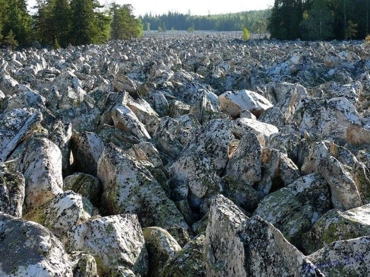 Moreover, when the ice melted away, these rocks slowly slide down the hill making the Big Stone River.