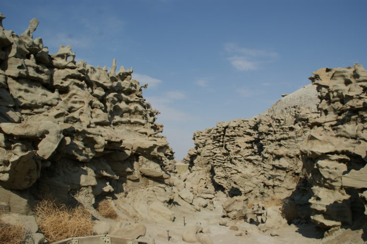 Therefore the different weathering conditions, the more durable sandstone endured while the more easily weathered siltstone and shale eroded away, acquiescent this remarkable scenery.
