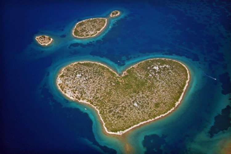 It seems many lovers from around the world consider it the ideal spot for a romantic Day break. The beautiful heart shaped island features two peaks, the highest of which is 36 m high above sea level.