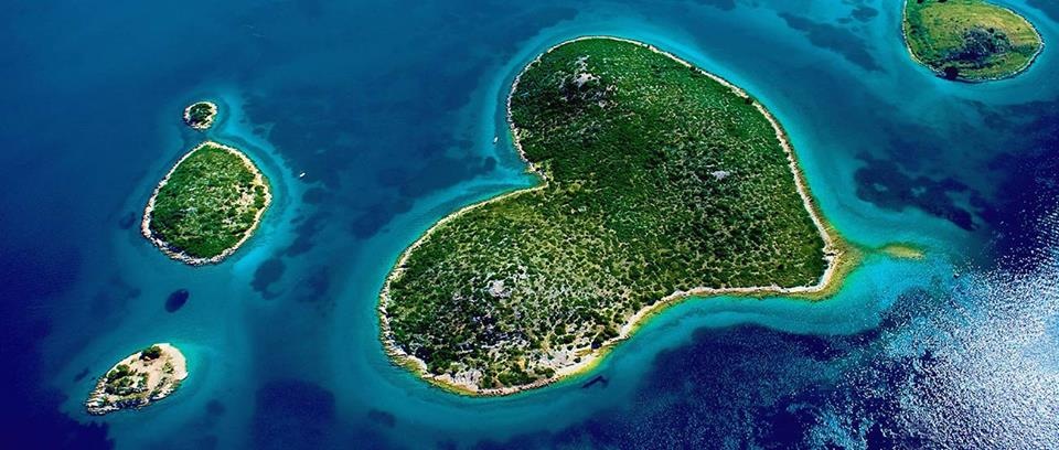 The island was highlighted on Google Earth in February 2009, which brought the island to worldwide attention.