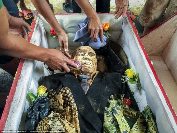Paulus Sampe Lemba, who died at the age of 62. Every three or five years, Toraja people pay their respects to the deceased by cleaning corpses and dressing them in their favourite clothes
