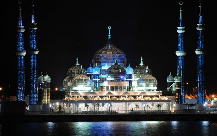 The mosque is also called Masjid Kristal is very popular with its uniqueness. Crystal Mosque is one of the most popular tourist attractions in Malaysia was built between the years 2006 to 2008