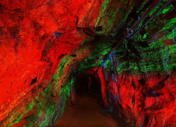 The Sterling Hill is close to Franklin Mine, 2.5 miles to the north, equally famous for its fluorescent minerals. Almost 90 different mineral species have been documented as fluorescent.