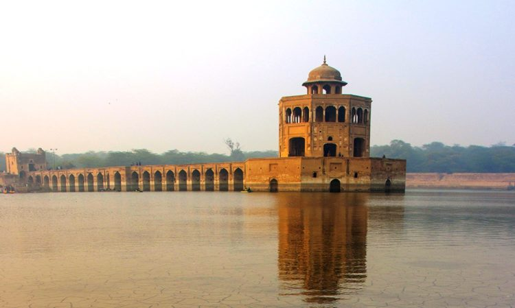 The reserve was built in a scrub forest, and allowed Jahangir to get experience of sense of semi-wilderness near the imperial city of Lahore.