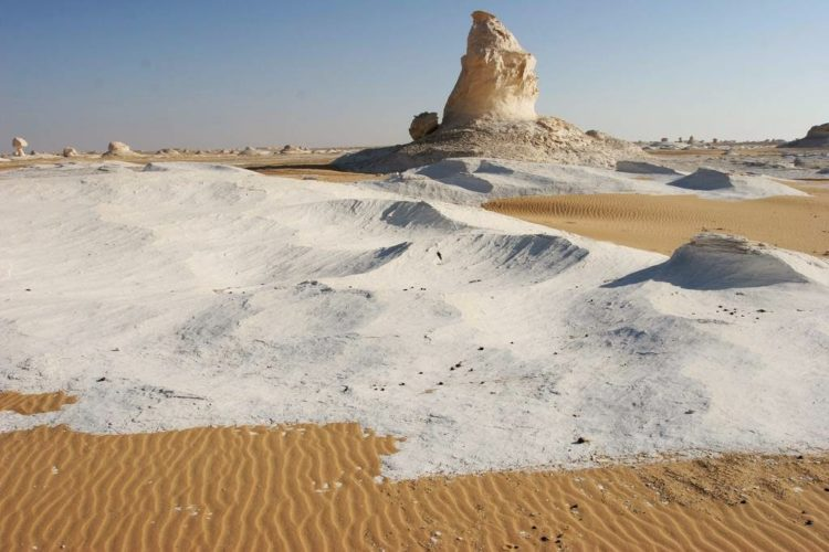 If you want to enjoy the real view of white desert, the best viewed at sunrise or sunset, in the light of a full moon, which gives the amazing landscape an eerie Arctic appearance.