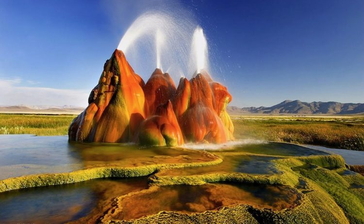 . The geyser is made up of a series of different minerals, and its brilliant colors are due to thermophilic algae.