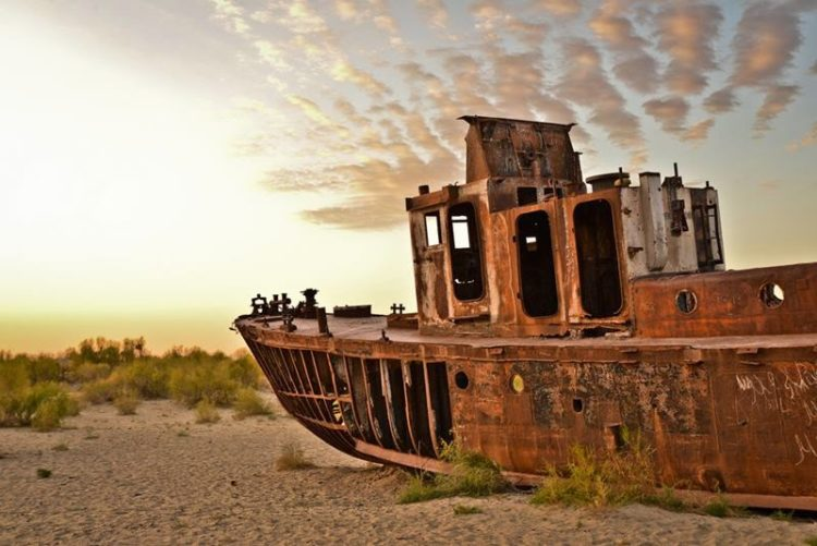 Mo'ynoq's population has been abating precipitously since the 1980s due to the recession of the Aral Sea.  Image credit Tom McShane2