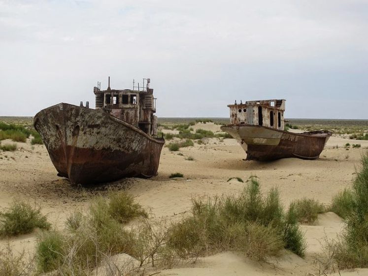 Except this isn't a mirage you've reached the Graveyard Ships of Mo'ynaq, a surreal collection of rusting fishing vessels in Uzbekistan, stranded nearly 100 miles from the nearest shoreline. Mo'ynaq, Graveyard of Ships in the Desert. Image credit Globespotter