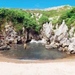 Playa de Gulpiyuri – A Strange Beach in the Middle of a Meadow