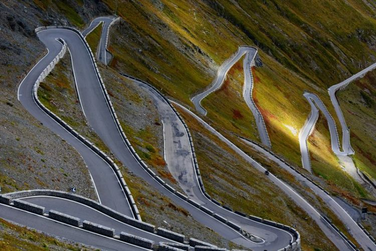 %. It is the highest paved mountain pass in the Eastern Alps and the second highest in the Alps, just 13 meters below the Col de l'Iseran, France.