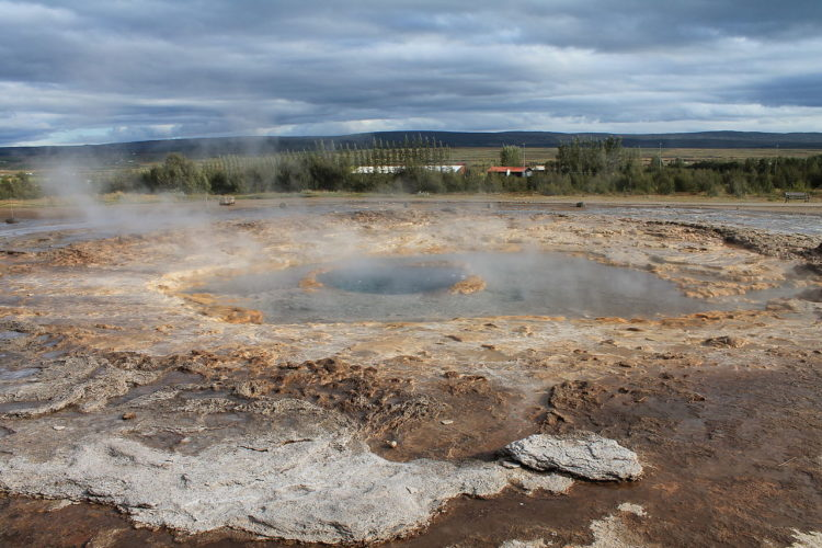 It is one of Iceland's most famous geysers and its usual height is 15 to 20 m, sometimes erupt up to 40 m high.