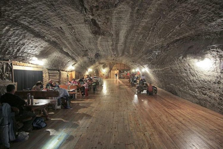 In 1981 it mine was declared a heritage monument, and excavated chambers, shafts and passages form an underground town, which is now open to tourists.