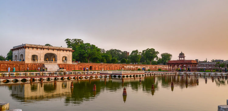 The surrounding area is rendered cooler by the flowing of the fountains, which is a particular relief for visitors during Lahore's blistering summers, with temperature sometimes exceeding 49 °C.