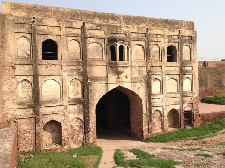 Akbari Gate was built in 1566 and now called Maseeti Gate.