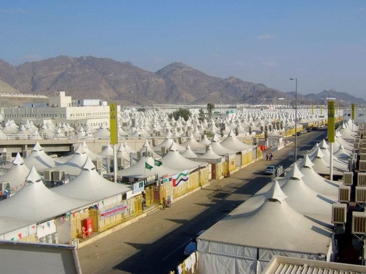 The tents measure 8 x 8 meters and are constructed of fiberglass coated with Teflon in order to ensure high resistance to fire.