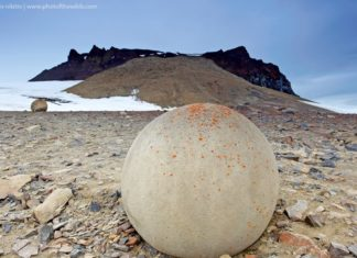 The island has mysterious stone balls of impressive size and a perfectly round shape that causes the many conjectures about their appearance on these uninhabited lands.