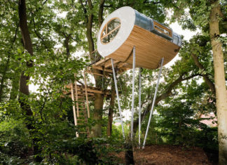 This amazing Tree House is built around two large oak trees djuren was made as a relaxed retreat for a family on a wooded property in Germany