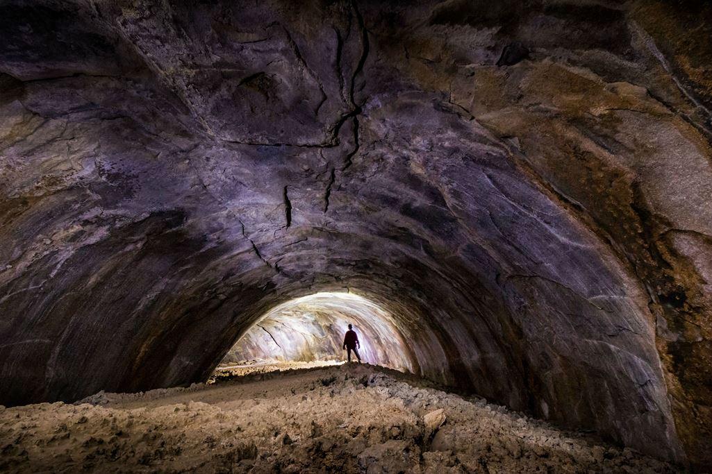 том, древние подземные пещеры фото бюст